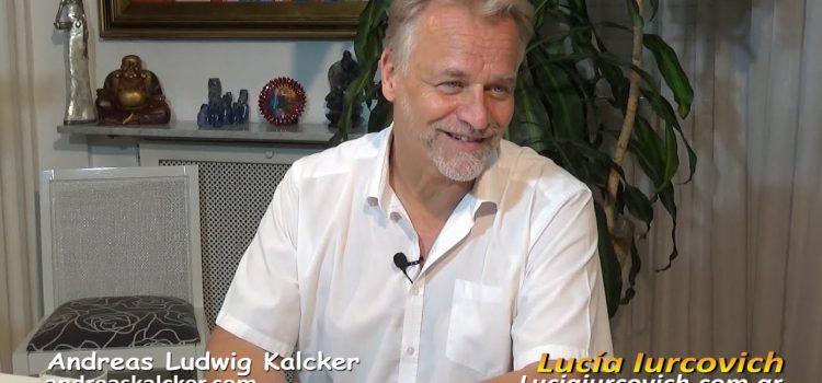 El Dr. Andreas Kalcker platica con Lucía Iurcovich sobre Dióxido de Cloro