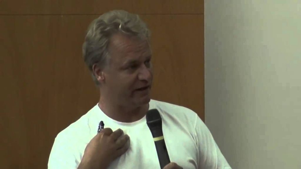 """El Dr. Andreas Kalcker da una conferencia """"La Salud Prohibida"""" en Barcelona, España. Platicando de las terapias oxidativas hechas con Dióxido de Cloro (CDS)."""